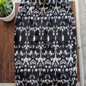 🌺 DYNAMITE Black and White Pencil Skirt